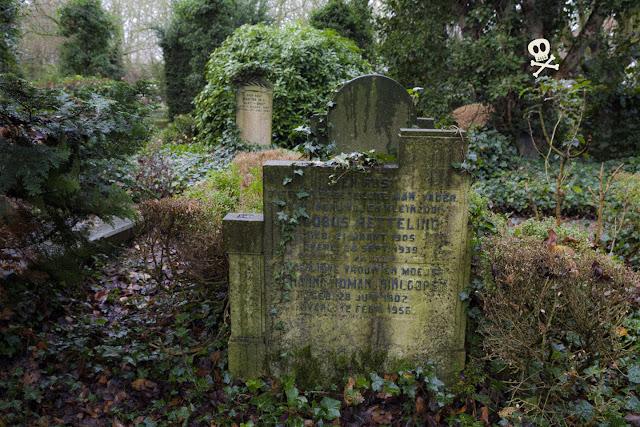Textos bellamente compuestos en las lápidas de Huis te Vraag