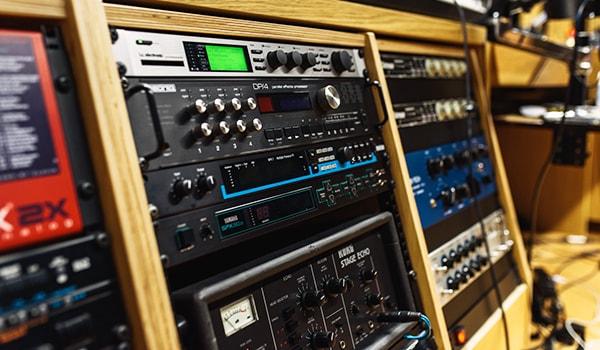 ما الذي يفعله مهندس الصوت ويصنعه وكيف يكون محترف ؟
