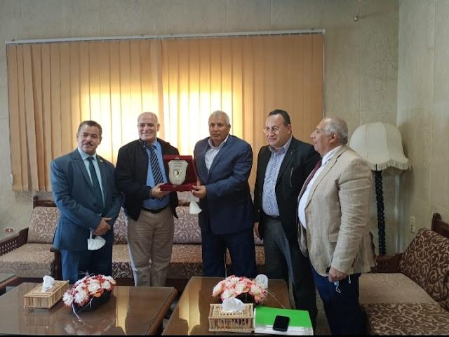 رئيس جامعة الفيوم ومحافظ الوادي الجديد يفعلان بروتوكول إقامة المشروعات واستصلاح الأراضي