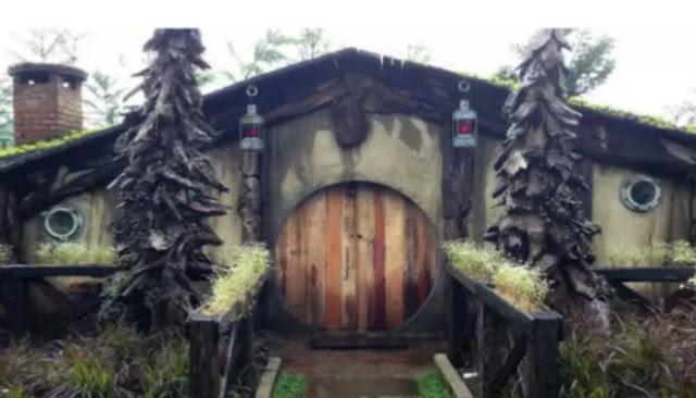 rumah hobbit di wisata farm house lembang