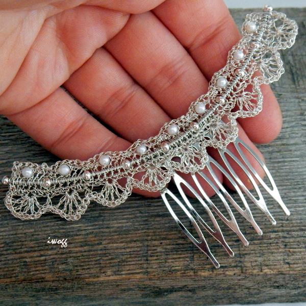 Ślubny grzebień  z perełkami wykonany techniką wire-wrapping