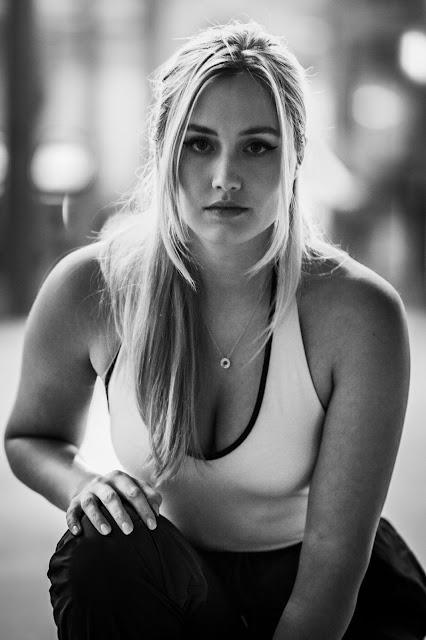 Naomi Kyle cleavage
