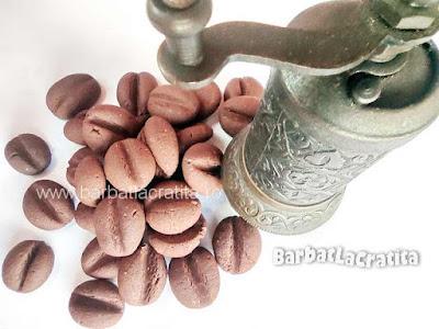 reteta de fursecuri cu cafea (cu rasnita in imagine)