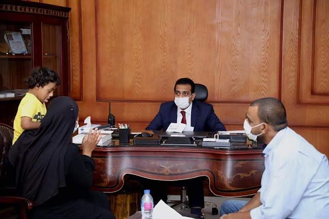 نائب محافظ قنا يستقبل المواطنين للإستماع لمشاكلهم والعمل على حلها