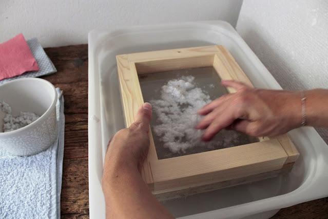 come-fare-fogli-carta-riciclata-preparazione-foglio