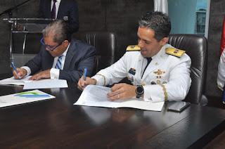Lic. Marino A. Collante Gómez y el General de Brigada Piloto Juan Carlos Torres Robiou