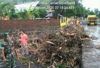 Bersama Camat, Danramil Soromandi Tinjau Lokasi Terdampak Banjir di Desa Sai