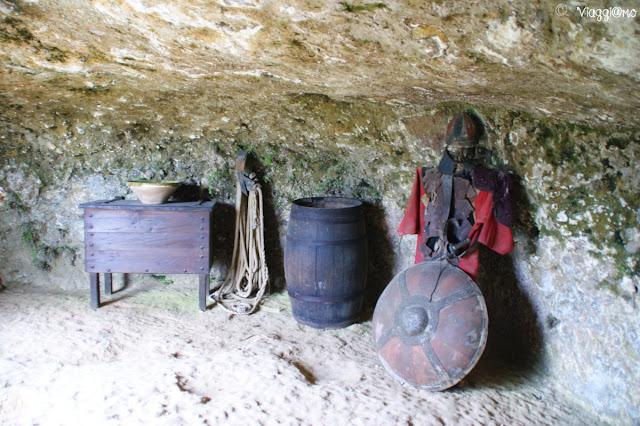 Le grotte ed i cunicoli nella roccia delle Grotte du Roc de Cazelle