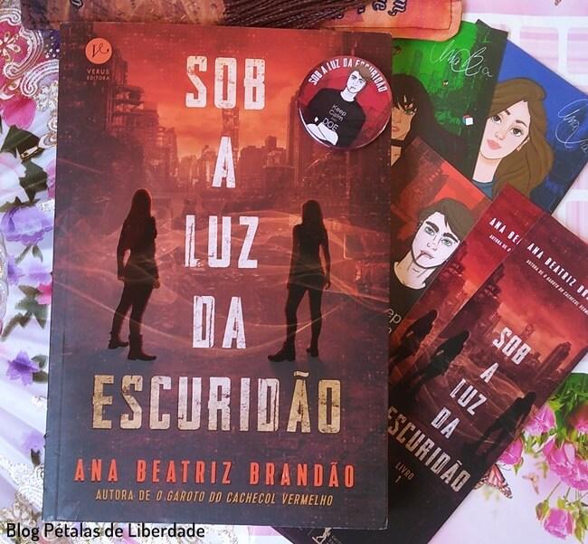 """Resenha: livro """"Sob a luz da escuridão"""", Ana Beatriz Brandão, Verus Editora, blog literário pétalas de liberdade, trechos, capa, foto, imagem"""