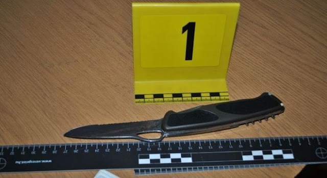 Késsel szúrta hátba a tanárát, a rendőrök elfogták