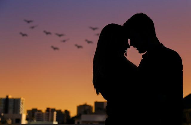 Puisi Tentang Jatuh Cinta