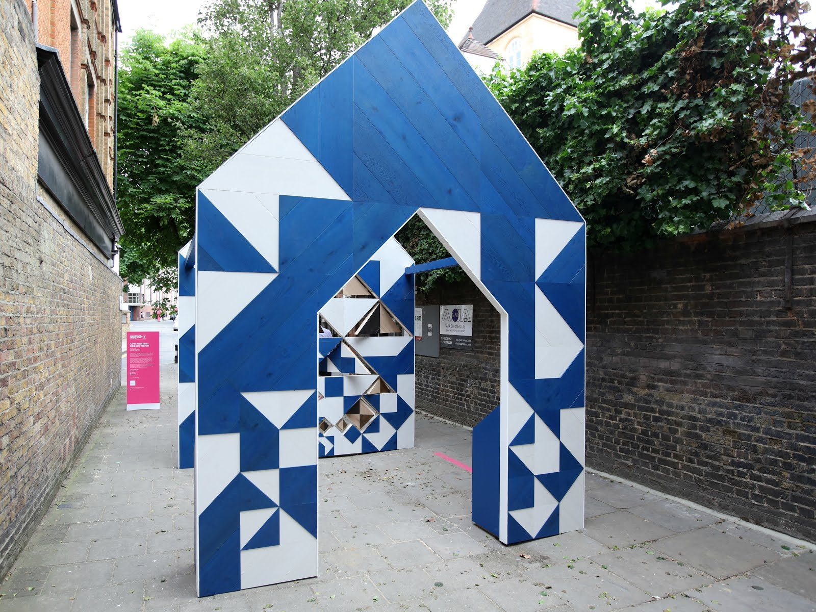 Hakwood installation, geometric wood, design blogger