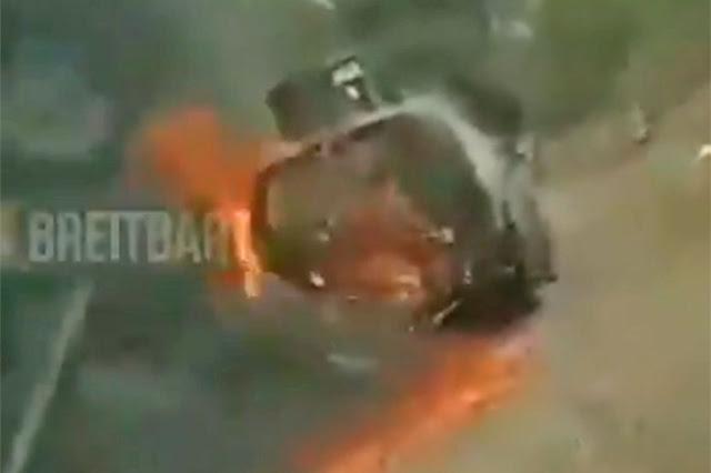 Video: Así quemaron otro monstruo blindado con todo y Sicarios dentro en Aguililla, Michoacán, van 41 Sicarios de Cárteles Unidos muertos