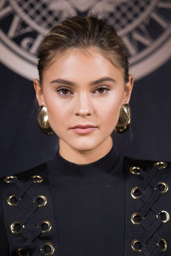 Stefanie Giesinger red carpet dresses photo