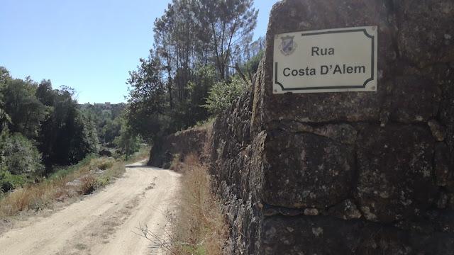 Estrada de terra batida que dá acesso á 2 praia fluvial a jusante