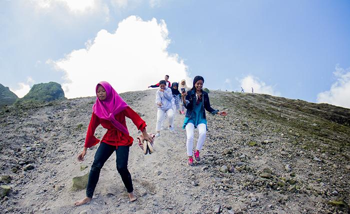 Pengunjung Lain Turun Gunung