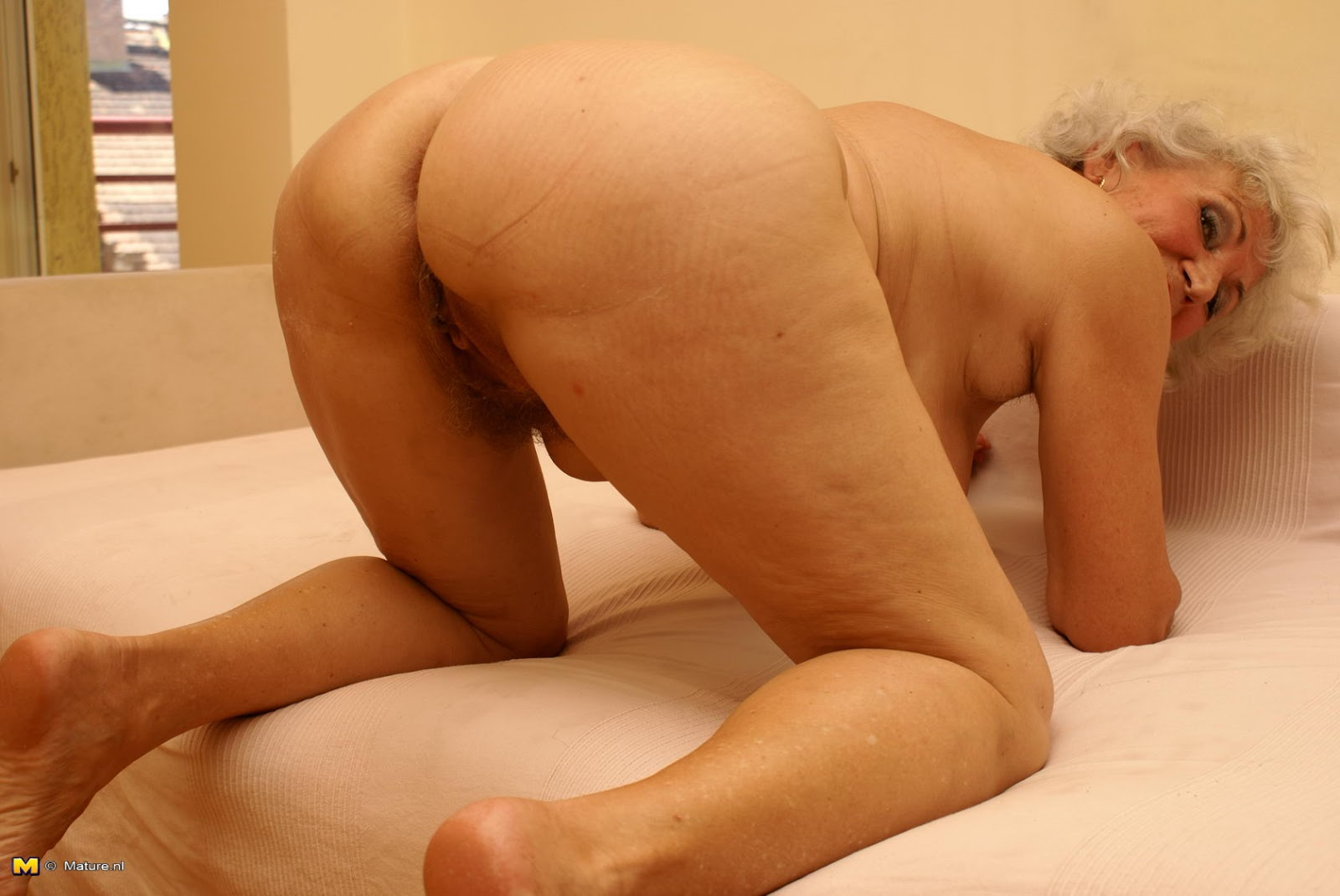 Fat grandma play with her pussy 5