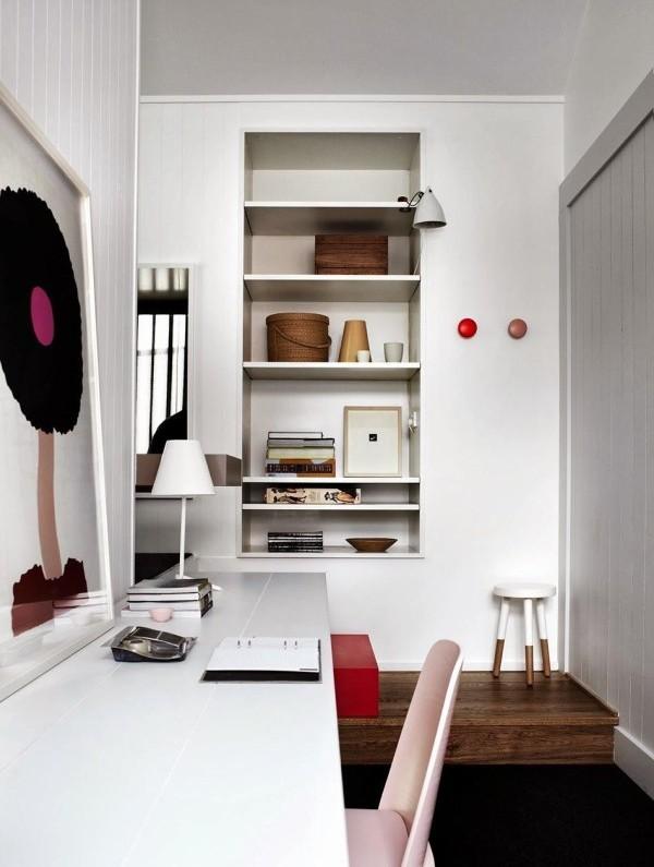 zona de trabajo con mesa blanca y silla eames rosa chicanddeco