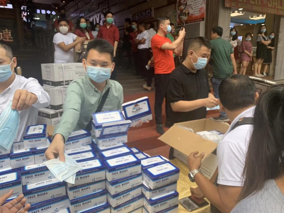 Chinese group gives away free masks for Filipinos in Manila