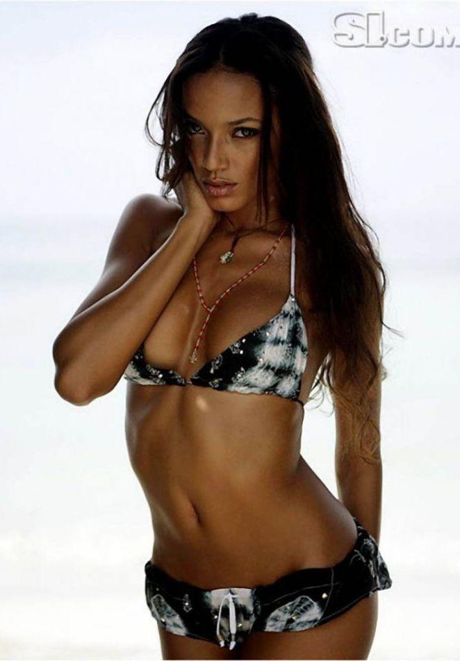 Cayman Fashion Model Selita Ebanks in Bikini | Global Buzz USA