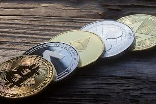 هيمنة الدولار،العملات الإحتياطية،هيمنة الدولار على أسواق المال،أسواق المال،الإستثمار، هل فقد الدولار هيمنته كعملة إحتياطية؟ العملات المنافسة للدولار.العملات المشفرة.اليوان الصيني.العملات الإحتياطية.