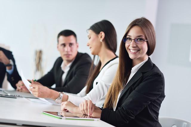 Cómo presentarse a una entrevista de trabajo - Charkleons.com
