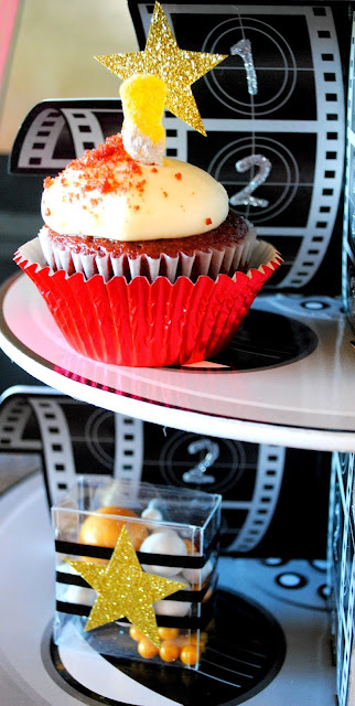 Create Oscar worthy cupcakes for your Oscar party. More inspiration found at www.fizzyparty.com