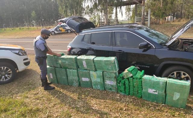 Homem é preso com grande quantidade de maconha em carro após tentar fugir da Polícia Rodoviária