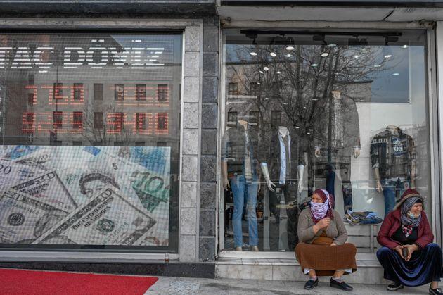 Τουρκία: Το καθεστώς ψυχορραγεί