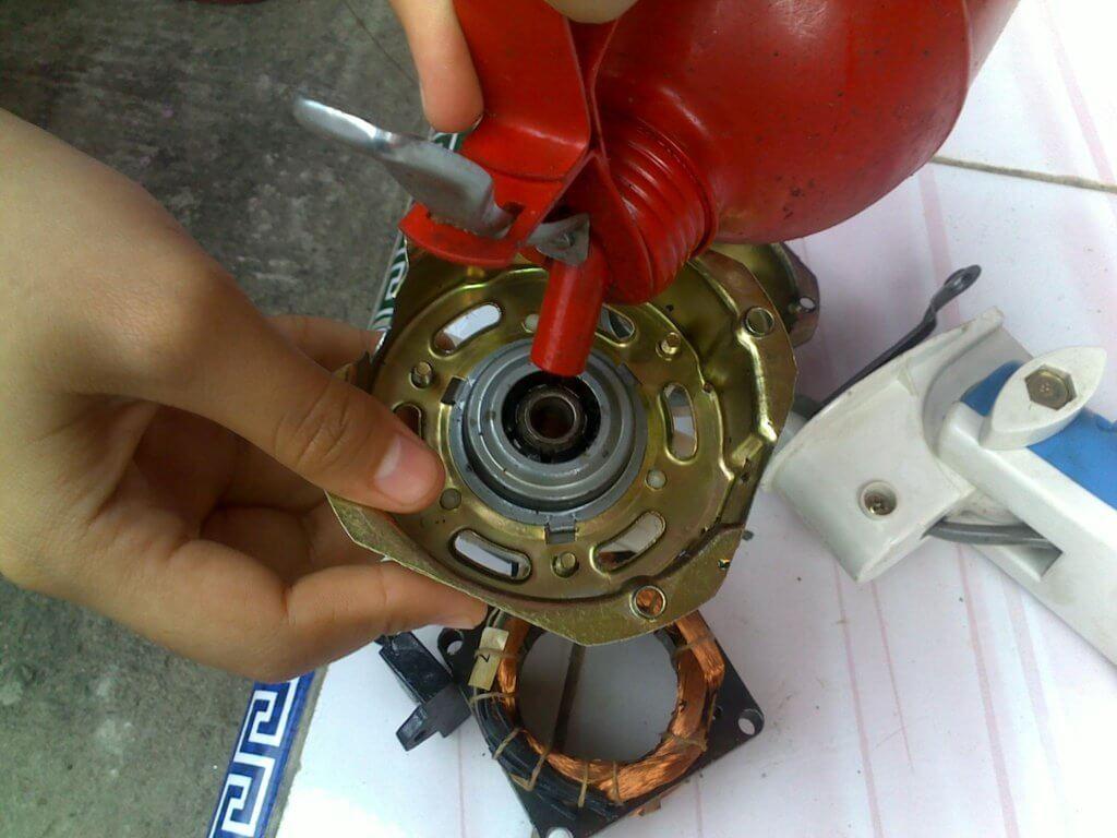 Cara memperbaiki kipas angin berdengung tidak berputar
