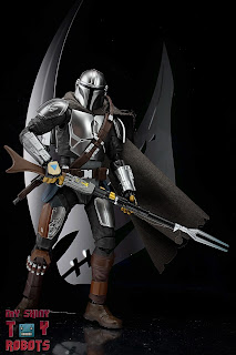 S.H. Figuarts The Mandalorian (Beskar Armor) 02