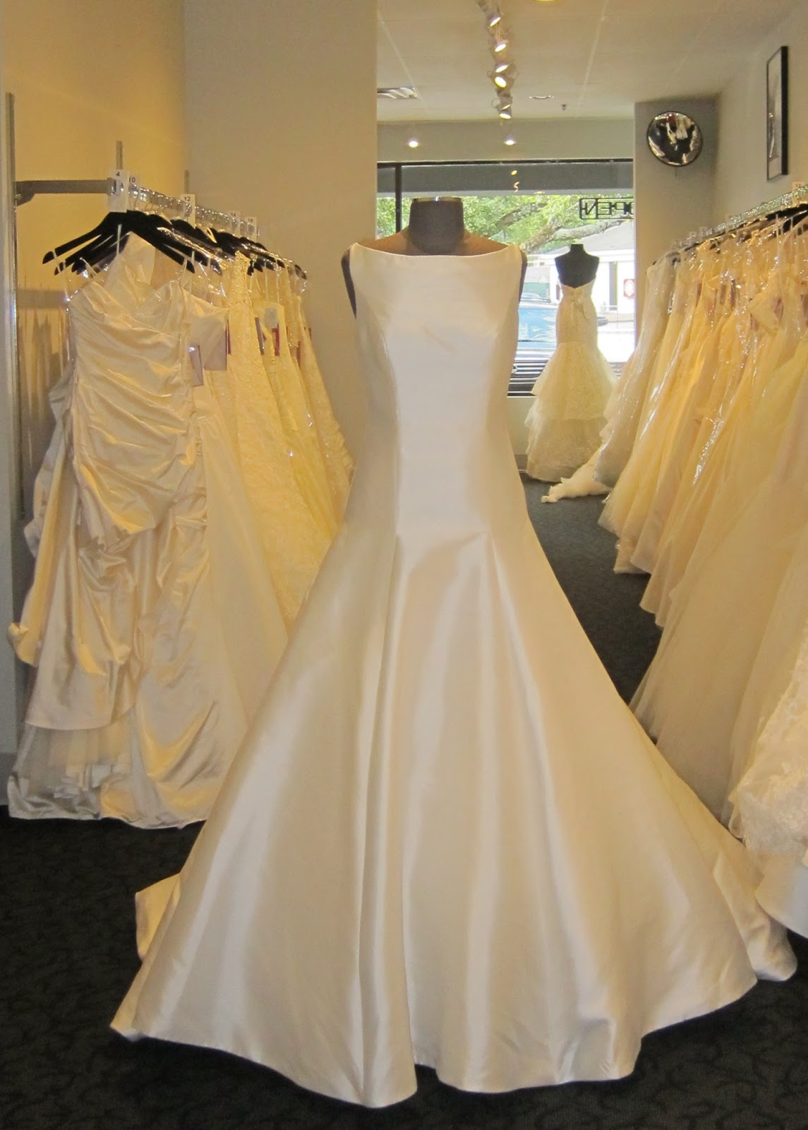 Construction Can\'t Keep a Bride From Her Dream Wedding Dress ...