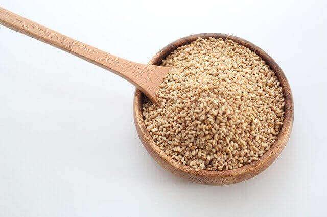 ما هي الأطعمة التي تحتوي على حمض اللينوليك ؟
