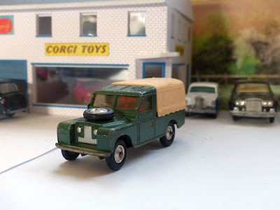 438 Land Rover with red seats