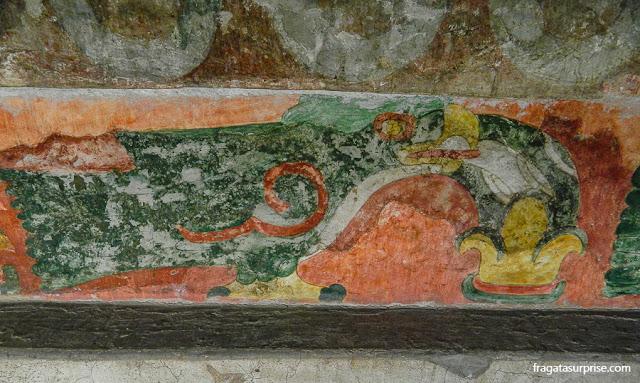 Vestígios da decoração do interior de um templo de Teotihuacán