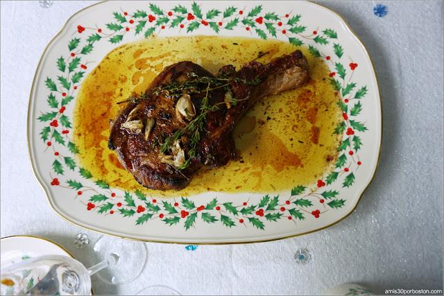 Bone-in Ribeye Steak de la Cena de Nochevieja