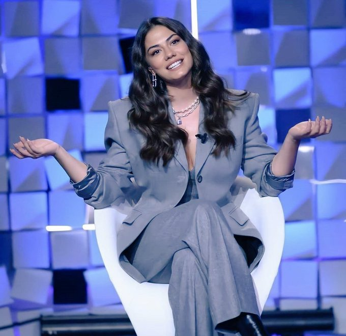 "Demet Özdemir on Verissimo: ""I care a lot about Can Yaman, but we are just friends""."