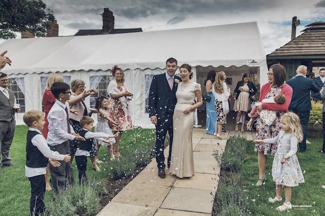 Ślub w plenerze. Jak zorganizować? Użycie namiotu imprezowego