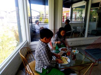 Resto & Kafe 4U Ungaran