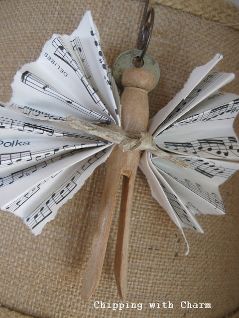 Chipping with Charm:  Clothes pin angel ornaments...http://www.chippingwithcharm.blogspot.com/