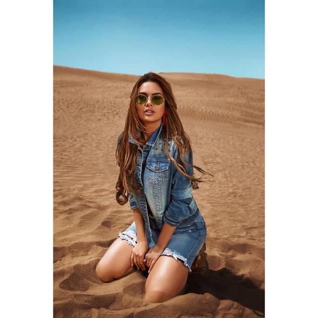 Esha Gupta New Photo Shoot Pics https://www.actressbuzz.com