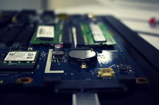 Perbedaan dari UEFI BIOS dan Legacy BIOS