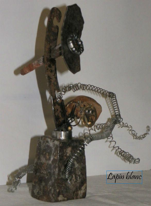 """sculpture métal et bois """"Lapin Blanc à la course"""" par Ama recyclage et récup'"""