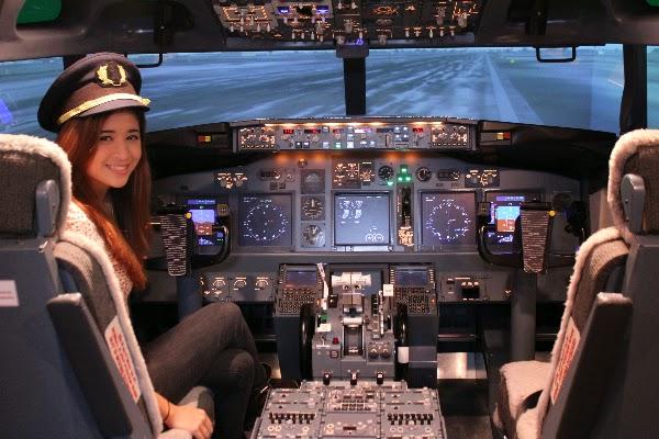Jika Anda ingin tau bagaimana rasanya menerbangkan pesawat terbang Flight Experience Singapore: Sensasi Menerbangkan Pesawat Sungguhan di Simulator