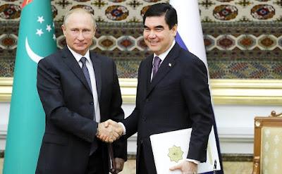 Vladimir Putin with President of Turkmenistan Gurbanguly Berdimuhamedov in Ashgabat.