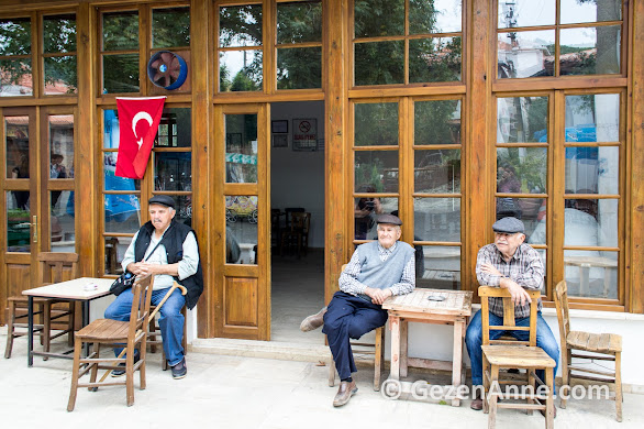Kahve'de oturan Egeli köylüler, Bozüyük köyü Muğla