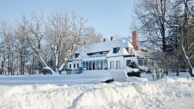 A veiw of the Stephen Leacock Museum/Home covered in winter snows.