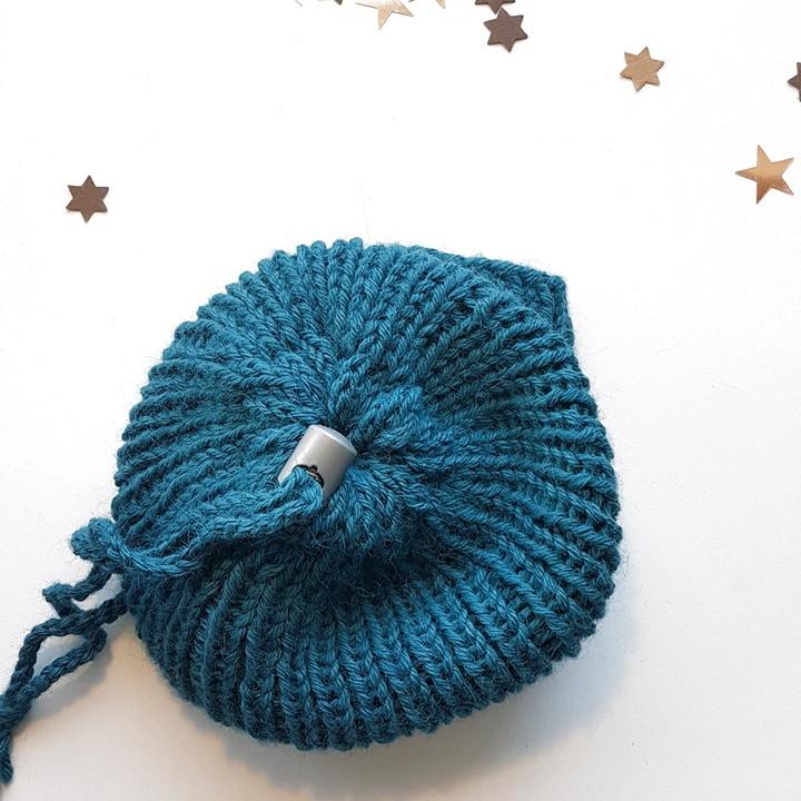 Detailansicht Strickmütze in blau