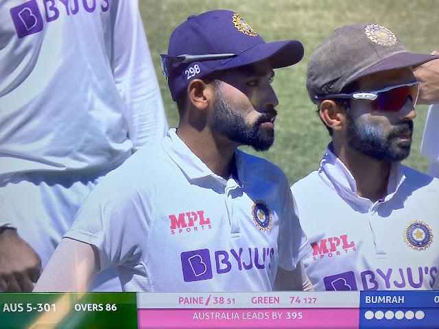 Mohammed Siraj and Jasprit Bumrah के प्रति Australian cricket fans के नस्लवादी व्यवहार के बाद 4 वें दिन के दौरान ऐसा तमाशा देखा गया।