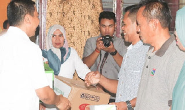 Basli Ali Provides Food Equipment Assistance in Putabangun Village